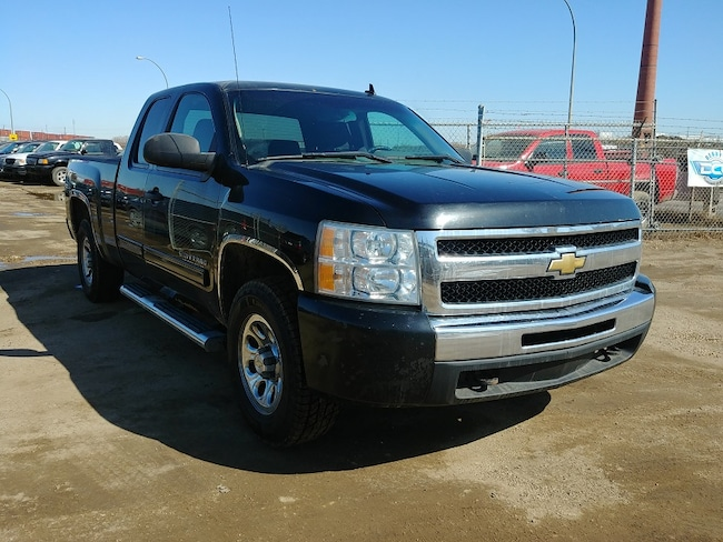 2010 Chevrolet Silverado 1500 LS 4.8L V8 4x4!! Low KM'S!! Truck Extended Cab