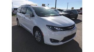 2017 Chrysler Pacifica Touring-L Van Passenger Van