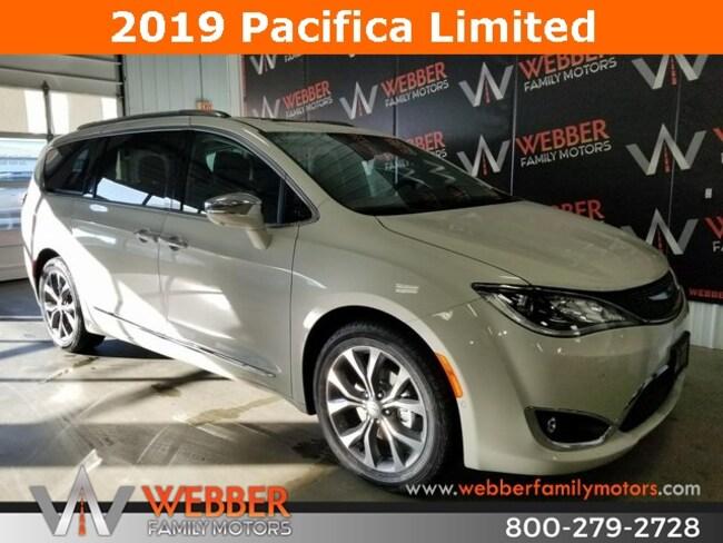 New 2019 Chrysler Pacifica LIMITED Passenger Van Near Fargo