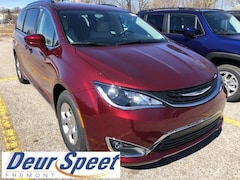 New Chrysler Dodge Jeep Ram 2018 Chrysler Pacifica HYBRID TOURING L Passenger Van for sale in Fremont, MI