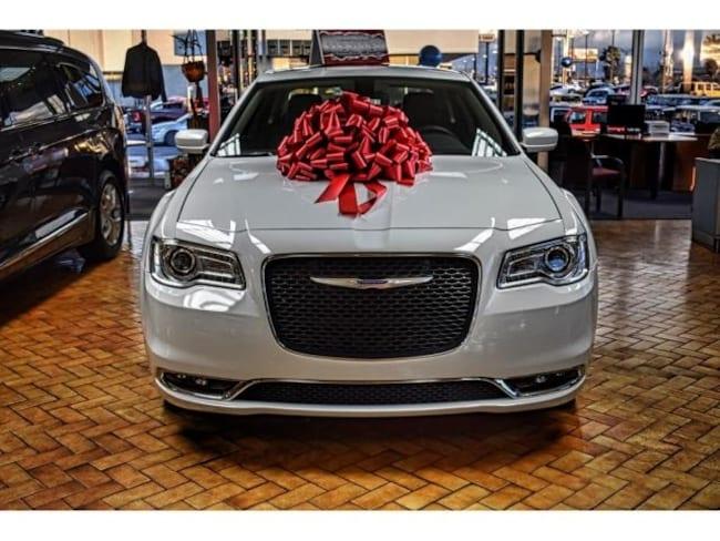 New 2019 Chrysler 300 TOURING L Sedan in El Paso