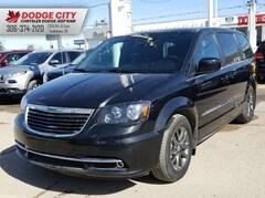 2014 Chrysler Town & Country S | SXM, Bup Cam, BTooth, DVD Minivan