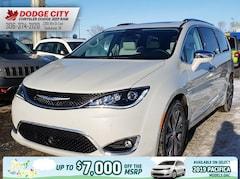 2019 Chrysler Pacifica Limited | FWD Van Passenger Van