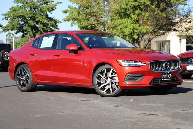 Featured used 2020 Volvo S60 T6 Momentum Sedan for sale in Dulles, VA