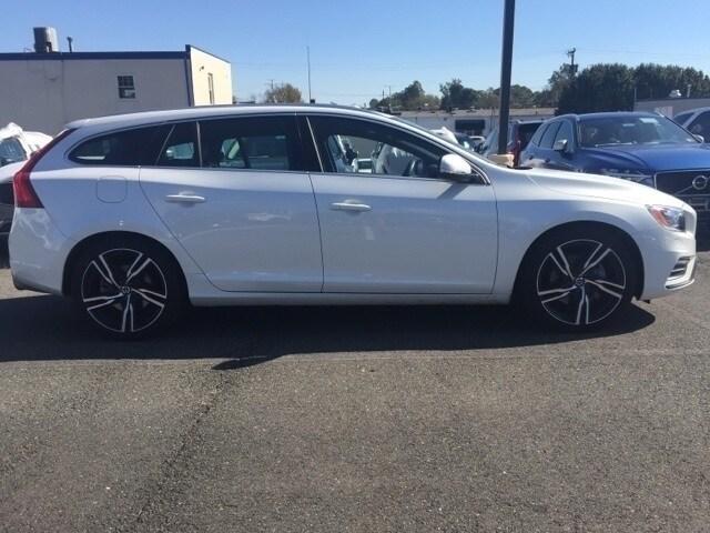 2017 Volvo V60 T6 AWD R-Design Platinum Wagon