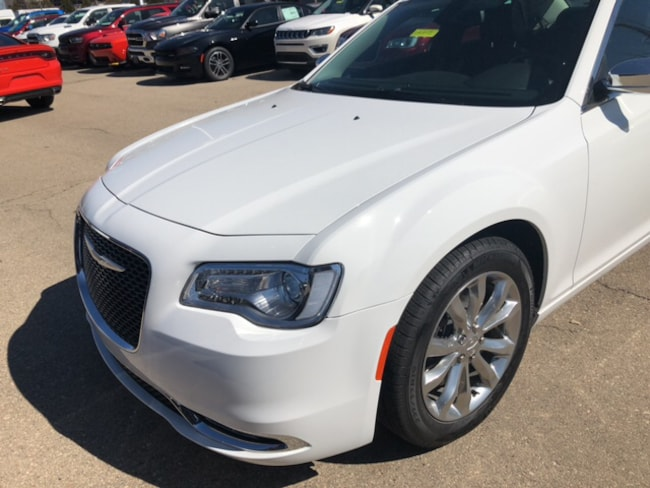 New 2019 Chrysler 300 LIMITED AWD Sedan Near Fitchburg