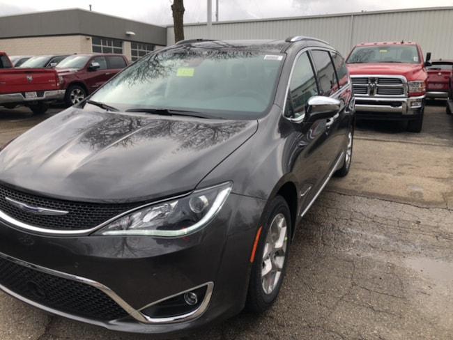 New 2019 Chrysler Pacifica LIMITED Passenger Van Near Fitchburg