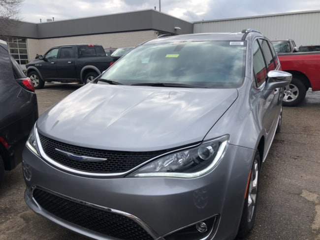 New 2018 Chrysler Pacifica LIMITED Passenger Van Near Fitchburg