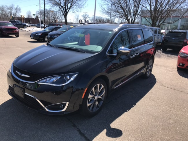 Certified Pre-Owned 2017 Chrysler Pacifica Limited Van Madison WI