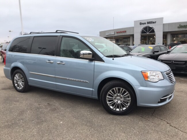 Certified Pre-Owned 2013 Chrysler Town & Country Touring-L Van Madison WI