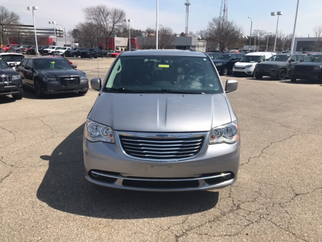 de8a7f933673cd Certified Pre-Owned 2016 Chrysler Town   Country Touring Van LWB Passenger  Van Madison WI