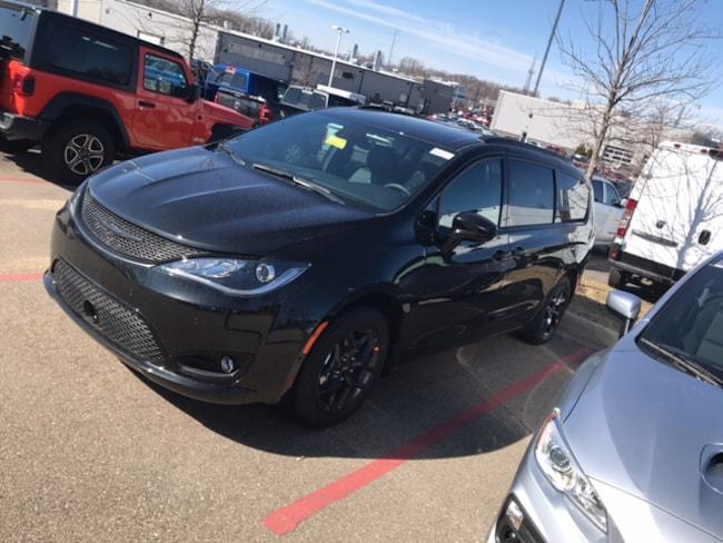 New 2019 Chrysler Pacifica TOURING L PLUS Passenger Van Near Fitchburg