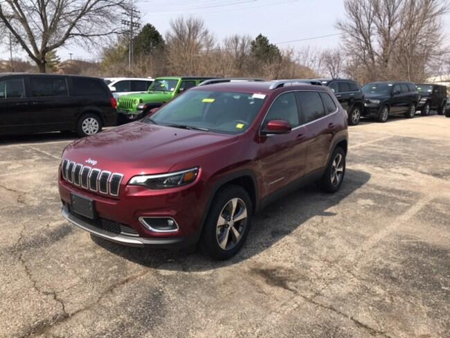 New 2019 Jeep Cherokee LIMITED 4X4 Sport Utility Near Fitchburg