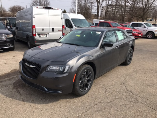 New 2019 Chrysler 300 TOURING AWD Sedan Near Fitchburg