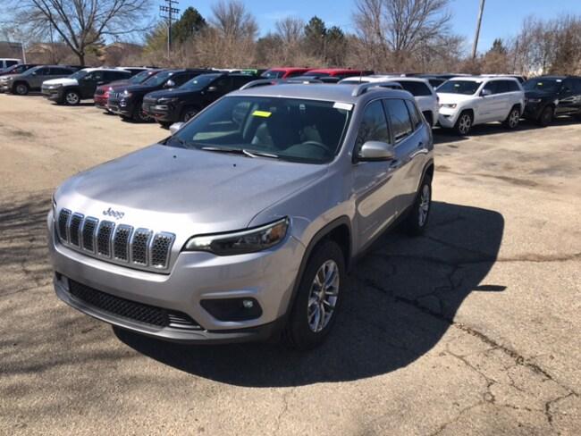 New 2019 Jeep Cherokee LATITUDE PLUS 4X4 Sport Utility Near Fitchburg