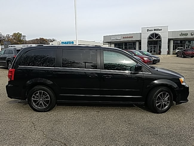 Certified Pre-Owned 2017 Dodge Grand Caravan SXT Van Madison WI