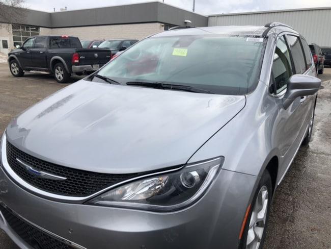 New 2019 Chrysler Pacifica TOURING L Passenger Van Near Fitchburg