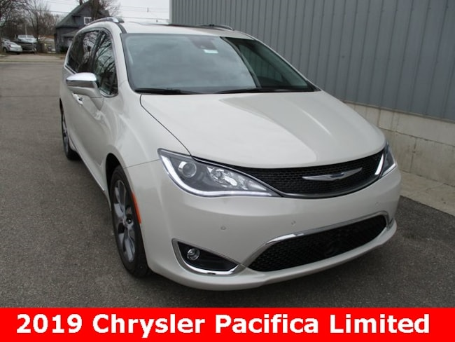 New 2019 Chrysler Pacifica LIMITED Passenger Van in Cadillac, MI