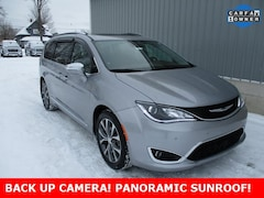 Used 2017 Chrysler Pacifica Limited Minivan/Van 2C4RC1GG0HR504492 for sale in cadillac mi