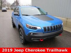 New 2019 Jeep Cherokee TRAILHAWK 4X4 Sport Utility 1C4PJMBX5KD438179 for sale in cadillac mi