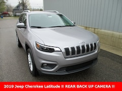 New 2019 Jeep Cherokee LATITUDE 4X4 Sport Utility 1C4PJMCB8KD457568 for sale in cadillac mi