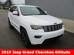 New 2019 Jeep Grand Cherokee ALTITUDE 4X4 Sport Utility 1C4RJFAG9KC562662 for sale in cadillac mi