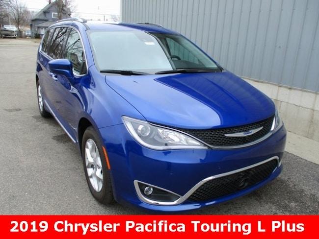New 2019 Chrysler Pacifica TOURING L PLUS Passenger Van in Cadillac, MI