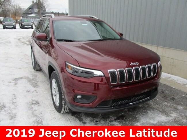 New 2019 Jeep Cherokee LATITUDE 4X4 Sport Utility in Cadillac, MI