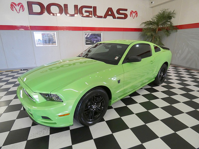 2014 Ford Mustang V6 Sporty Car