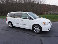 2016 Chrysler Town & Country Limited Platinum Van LWB Passenger Van