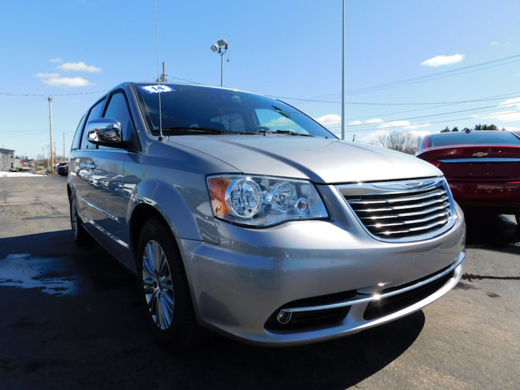 Used 2014 Chrysler Town & Country Touring-L Van Webster, NY