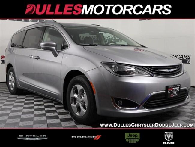 New 2018 Chrysler Pacifica Hybrid Touring L Passenger Van Leesburg, VA