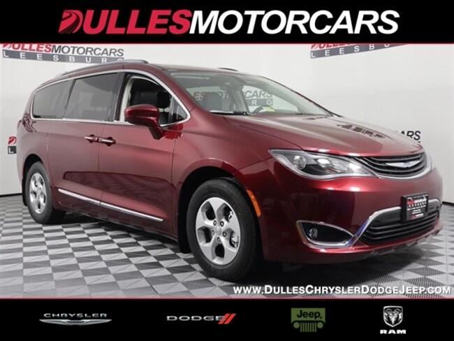New 2018 Chrysler Pacifica Hybrid Touring L Van Passenger Van Leesburg, VA