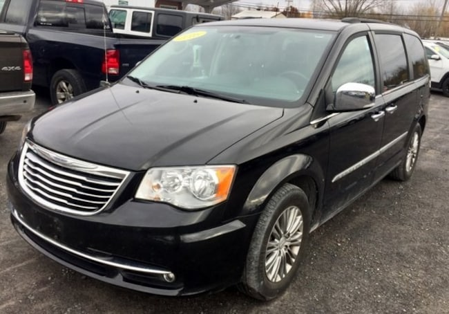 Used 2016 Chrysler Town AND Countr VAN PASSENGE in Plattsburgh, NY