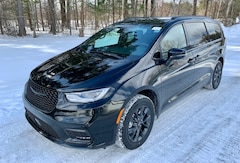 New 2021 Chrysler Pacifica TOURING L AWD Passenger Van For Sale In Plattsburgh, NY