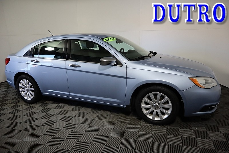 2013 Chrysler 200 Limited Mid-Size Car