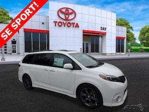 2017 Toyota Sienna SE Premium 8 Passenger