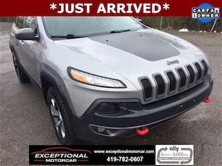 Used Vehicles for sale 2017 Jeep Cherokee Trailhawk 4x4 SUV in Defiance, OH