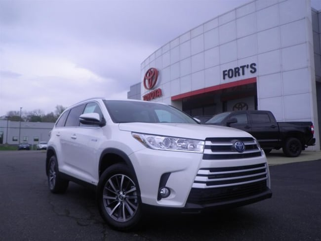 New 2019 Toyota Highlander Hybrid XLE V6 SUV For Sale in Pekin, IL