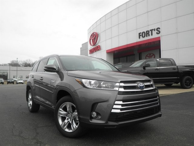 Featured new 2019 Toyota Highlander Hybrid Limited V6 SUV for sale in Pekin, IL