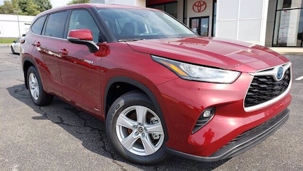 Featured new 2020 Toyota Highlander Hybrid LE SUV for sale in Pekin, IL