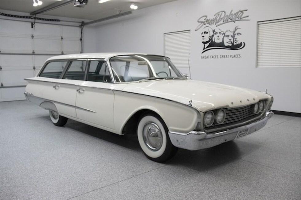 1960 Ford Country Sedan Wagon Classic Car For Sale in Sioux Falls, South Dakota