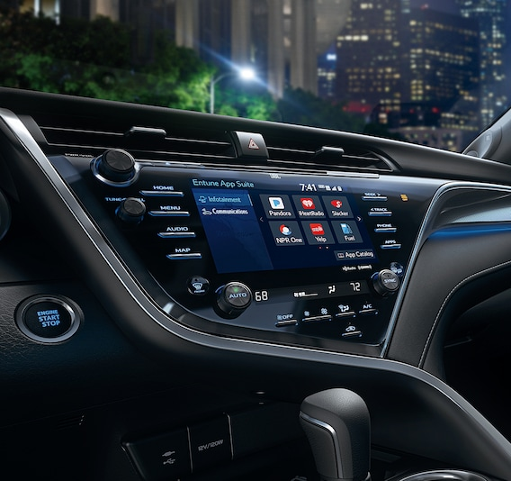 Does the 2018 Toyota Camry have steering wheel controls