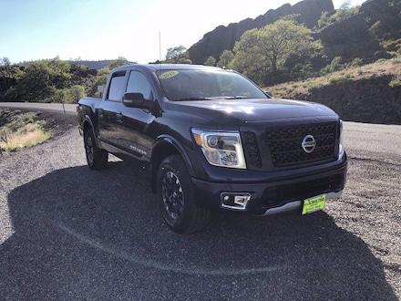 2019 Nissan Titan PRO-4X 4x4 Crew Cab PRO-4X