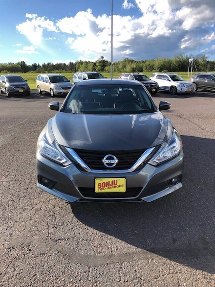 Featured used 2017 Nissan Altima 2.5 SL Sedan for sale in Two Harbors, MN, near Duluth