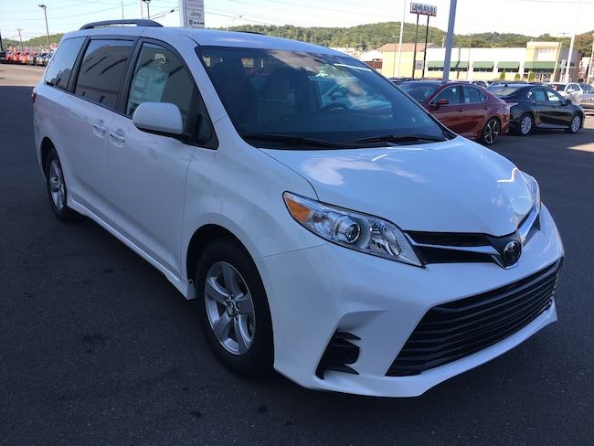 2020 Toyota Sienna LE 8 Passenger Mini-Van