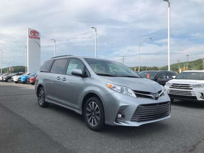 2020 Toyota Sienna XLE 7 Passenger Mini-Van