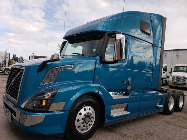 2016 VOLVO 670 one owner driven