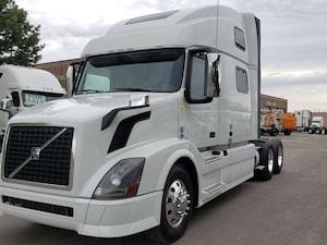 2015 VOLVO 780 highway truck opr specs