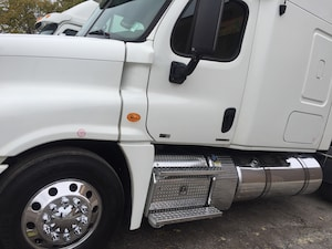 2014 FREIGHTLINER cascadia with warranty